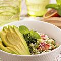 Salată de cuşcuş cu avocado, măsline şi pătrunjel