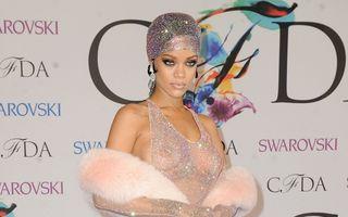 Rihanna, apariţie de senzaţie pe covorul roşu