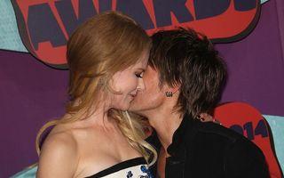 Sărutul dulce al dragostei: Nicole Kidman și Keith Urban, împreună în fața zvonurilor