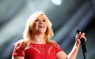 Kelly Clarkson a născut o fetiţă
