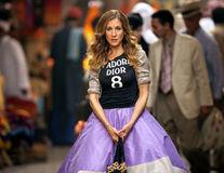 """Modă: Inspiră-te din """"Sex and the City""""! 16 ţinute şic ale lui Carrie Bradshaw"""