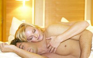 Cei care dorm dezbrăcați au o căsnicie mai fericită