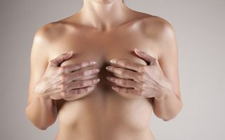 Un nou test detectează riscul de cancer mamar cu 10 ani în avans