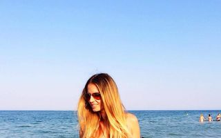 România mondenă: 5 vedete fotografiate la plajă. Cine este mai sexy?