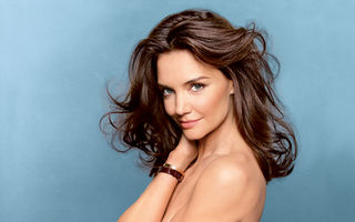 Katie Holmes a pozat topless
