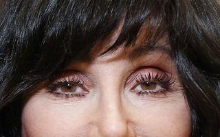Cher nu se mai uită în oglindă