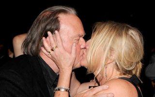 Neil Young divorţează