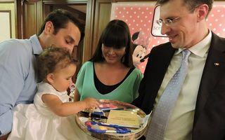 EBA i-a tăiat moțul fetiței: Sofia Anais a ales de pe tavă o bărcuţă