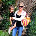 Vacanţa s-a terminat. Ce ţinute poartă mamele celebre şi copiii lor în prima zi de şcoală