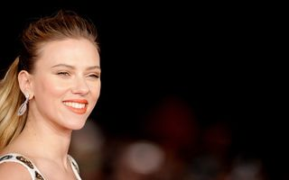Scarlett Johansson a născut o fetiţă