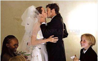 Surpriză pentru fani: Imagini superbe de la nunta Angelinei Jolie cu Brad Pitt