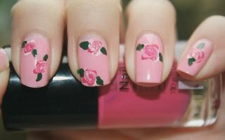 Frumuseţe. Manichiura romantică. Cum să-ţi pictezi flori pe unghii