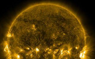 Două furtuni solare lovesc Pământul vineri. Comunicaţiile ar putea fi afectate