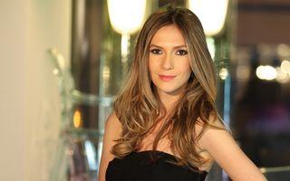 Frumuseţe de vedetă. Adela Popescu foloseşte măştile cu ulei de cocos pentru un păr sănătos