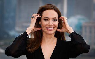 Angelina Jolie s-a luptat cu anorexia şi a avut tendinţe de automutilare
