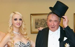 Un miliardar de 81 de ani s-a însurat cu un model Playboy de 24 de ani