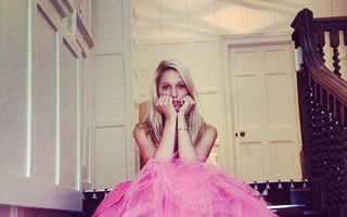 FOTO: Cum trăieşte o prinţesă de 18 ani