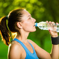 De ce nu ar trebui să bei apă din sticle de plastic care au stat la soare