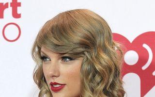"""Taylor Swift este """"Femeia Anului"""""""