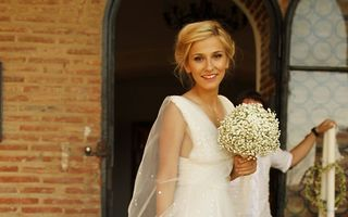 La doi ani de la nuntă, Dana Rogoz îşi distruge rochia de mireasă