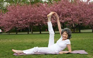 VIDEO: Are 100 de ani, dar e maestră în yoga