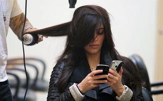 """Kim Kardashian """"a scris"""" o carte plină de selfie-uri"""