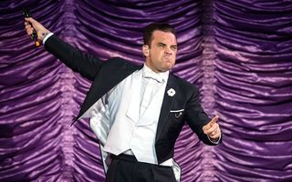 VIDEO: Robbie Williams e din nou tată: A cântat lângă soția sa, care năștea!