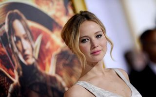 """Jennifer Lawrence, strălucitoare la premiera ultimului film """"Jocurile Foamei"""""""
