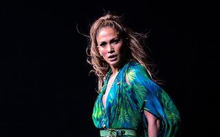 Jennifer Lopez scapă de celulită cu o tehnică de exfoliere pe bază de diamante