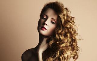 Frumuseţe. 6 trucuri ca să-ţi aperi părul de vremea umedă. Ţine sub control firele rebele!