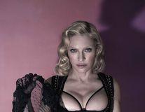 Regina muzicii pop, cu sânii la vedere: Madonna a pozat topless, la 56 de ani!