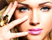 Frumuseţe: 5 soluţii naturale care combat pungile şi cearcănele de sub ochi