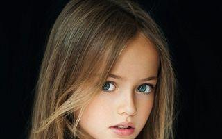 Cea mai frumoasă fetiță din lume împarte internetul în admiratori și critici înverșunați