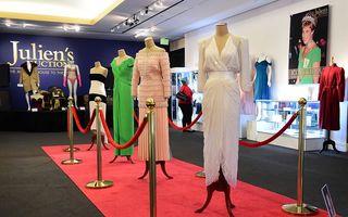 Cinci rochii ale prinţesei Diana, vândute la licitaţie