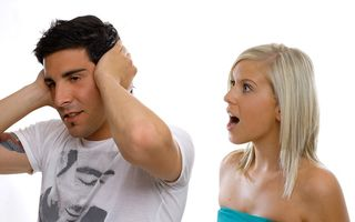 Bărbaţii îşi ascultă soţiile timp de 6 minute. Cu prietenii rezistă 25 de minute