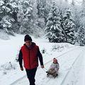 FOTO: Traian Băsescu, la săniuş cu nepoata sa