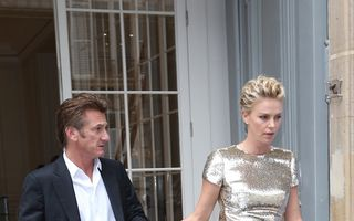 Sean Penn şi Charlize Theron s-au logodit la Paris