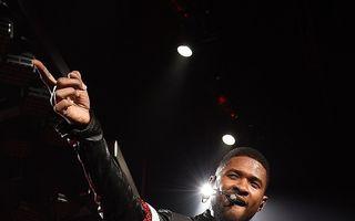 Usher s-a logodit cu managerul său