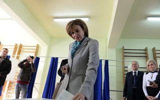 Carmen Iohannis nu renunță la postul de profesoară