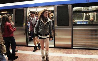Fără pantaloni la metrou: Spectacolul curajos din subteran