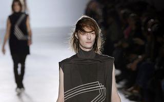 Şoc pe podium: O colecţie vestimentară care lasă penisul la vedere, prezentată la Paris