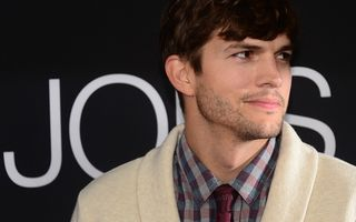 Ashton Kutcher depune mărturie contra unui asasin în serie care i-a ucis o fostă iubită