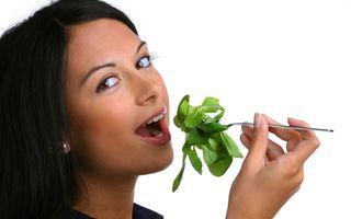 Cele mai frecvente greşeli de alimentaţie: Ce nu trebuie să faci când urmezi o dietă