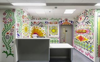 15 artiști au schimbat imaginea unui spital de copii. 20 de imagini senzaţionale!