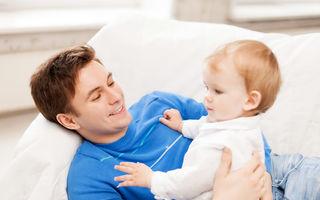"""Poveste adevărată: """"Soțul meu stă acasă cu copilul și mă îndepărtează de el"""""""