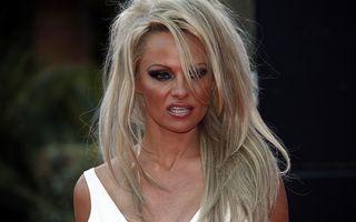 Pamela Anderson divorţează pentru a treia oară de Rick Salomon