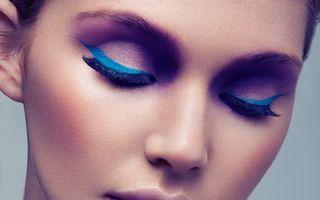 Frumuseţe. Tuşul albastru intens, un nou trend în machiaj. Încearcă-l şi tu!