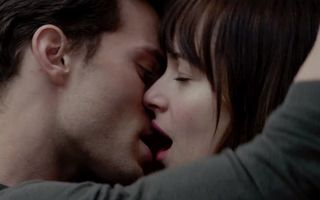 """""""Fifty Shades of Grey"""", un film provocator: Reacţii scandaloase în sălile de cinema"""