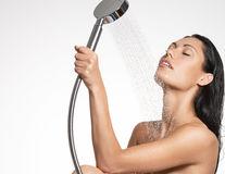 Sex. 5 trucuri pentru o masturbare perfectă la duş. Încearcă-le!