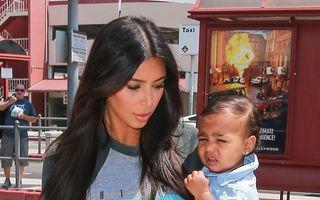 Kim Kardashian şi fiica ei, implicate într-un accident auto